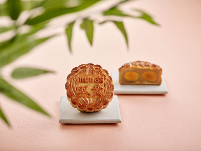 Traditional White Lotus Paste with Double Yolks Mooncake